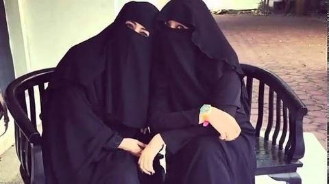 Soraya Abdullah dan Umi Pipik berfoto bersama. - Instagram