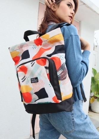 Tas bercorak sangat tepat digunakan untuk gaya casual. - istimewa