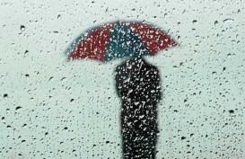 Cuaca Jakarta 4 Februari, Hujan Disertai Kilat Berdurasi Singkat