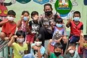 Kapolsek Palmerah Motivasi Anak-anak Pakai Masker