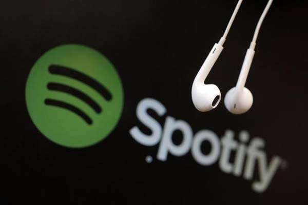 Jumlah pengguna berbayar di Spotify terus meningkat - Reuters/Christian Hartmann