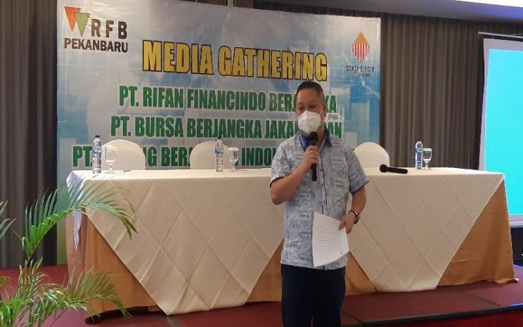 Pimpinan Cabang PT Rifan Financindo Berjangka (RFB) Pekanbaru, Liwan Thio menjelaskan kinerja transaksi RFB sepanjang 2020 tumbuh positif 6,59 persen mencapai 1,6 juta lot. Tahun ini RFB menargetkan transaksi akan meningkat mencapai 2 juta lot.  -  Bisnis/Arif Gunawan
