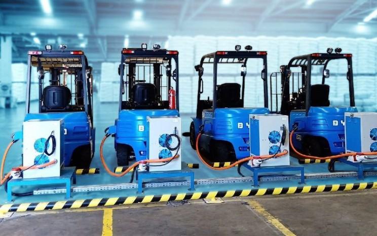 Forklift listrik yang digunakan Chandra Asri merupakan salah satu wujud komitmen dalam melaksanakan operasional perusahaan yang mengacu pada sistem keberlanjutan.  - facebook