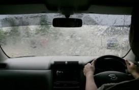 Cuaca  Jakarta 8 Februari, Hujan Disertai Kilat dan Angin Kencang