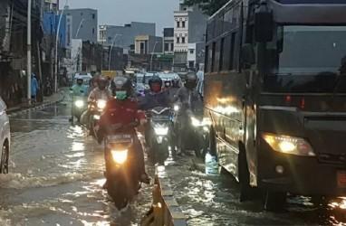 INFO BANJIR JAKARTA: Lalu Lintas di Jatinegara Barat Tersendat