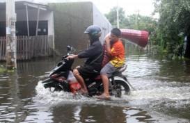 Diguyur Hujan Deras, 13 Kecamatan di Karawang Terendam Banjir