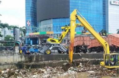 INFO BANJIR JAKARTA: 436 Meter Kubik Sampah Diangkat
