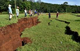 Ratusan Orang Mengungsi Akibat Tanah Bergerak di Cianjur