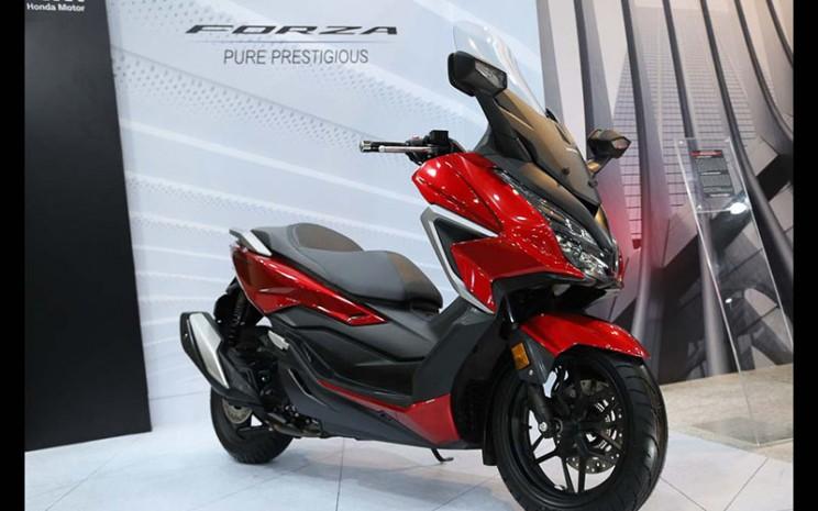 AHM melakukan penyegaran Honda Forza .  - AHM