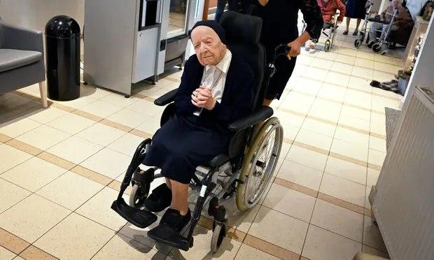 Biarawati tertua di Eropa, Lucile Randon sembuh dari dari virus corona (Covid-19). - Guardian