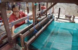 Tiap Selasa, Masyarakat Bali Wajib Pakai Busana Berbahan Endek