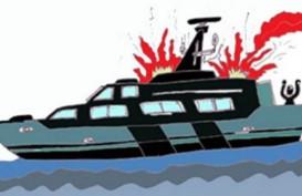 Duaarr!! Satu Kapal Meledak di Samarinda, Asap Hitam Selimuti Mahakam