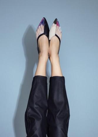 Konsep sepatu flat shoes yang mengusung ide keseimbangan yakni yin dan yang. - ilustrasi