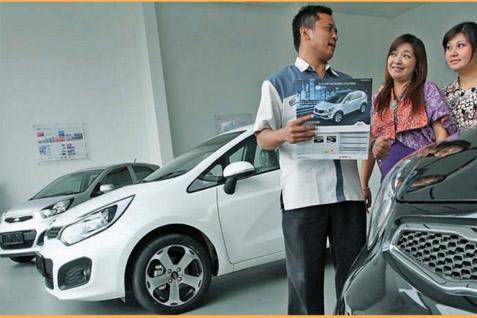 Ilustrasi penjual menawarkan mobil kepada calon konsumen.  - Istimewa