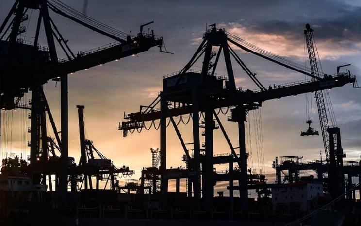 Suasana Terminal 3 Pelabuhan Tanjung Priok, Jakarta, Selasa (12/1/2021). Kinerja perdagangan Indonesia kembali gemilang pada Januari 2021 dengan surplus neraca transaksi perdagangan US1,96 miliar. ANTARA FOTO - Muhammad Adimaja