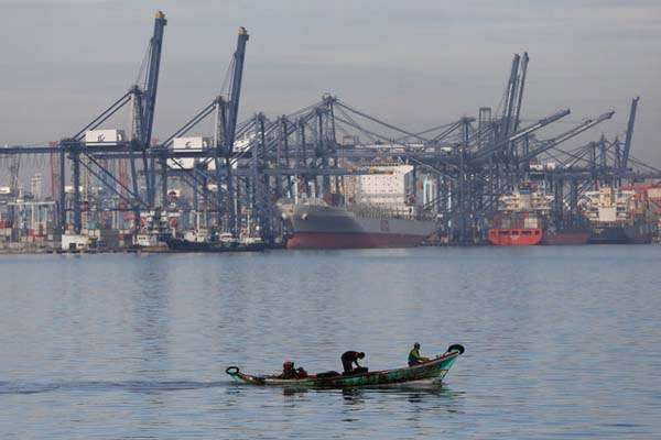 Jakarta International Container Terminal (JICT) di Tanjung Priok, Jakarta - Reuters/Darren Whiteside