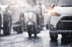 Bikers! Ini 5 Tip Riding Aman saat Musim Hujan