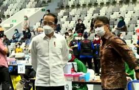 Jokowi Didampingi Anies Baswedan Tinjau Vaksinasi Covid-19 Pedagang di Tanah Abang
