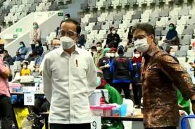 Jokowi Didampingi Anies Baswedan Tinjau Vaksinasi…