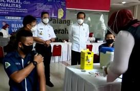 Vaksinasi di Pasar Tanah Abang, Anies: Target 1.500 Orang per Hari