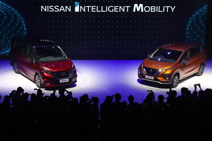 Mobil All New Nissan Livina dan All New Nissan Serena dipajang saat peluncurannya di Jakarta, Selasa (19/2 - 2019).Bisnis/Abdullah Azzam