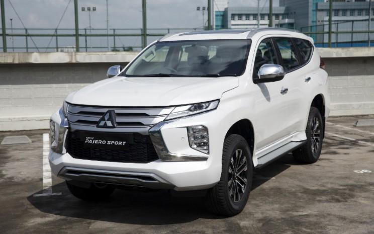 Mitsubishi New Pajero Sport 2021. Diproduksi di Indonesia, Mitsubishi New Pajero Sport hadir dalam enam tipe, dan lima pilihan warna.  - Mitsubishi