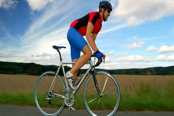 Bersepeda menjadi olahraga yang digemari saat pandemi. Orang yang mengendarai sepeda harus berhati-hati agar terhindar dari cyclist's palsy. - Istimewa