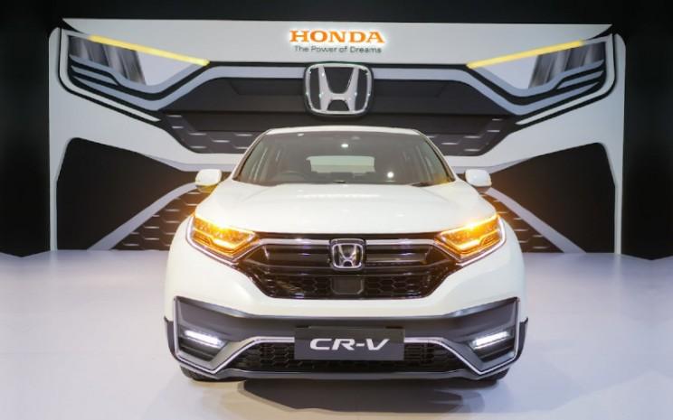 New Honda CR-V Sensing tersedia dalam 4 pilihan warna, yaitu White Orchid Pearl, Lunar Silver Metallic, Modern Steel Metallic & Crystal Black Pearl.  - HPM