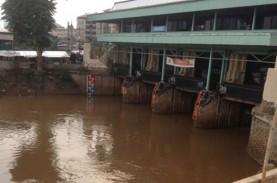 INFO BANJIR JAKARTA: Hujan Lebat, Pintu Air Pasar…