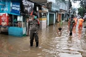 Banjir Jakarta: Tiga Pintu Air Siaga II, Warga Diminta…