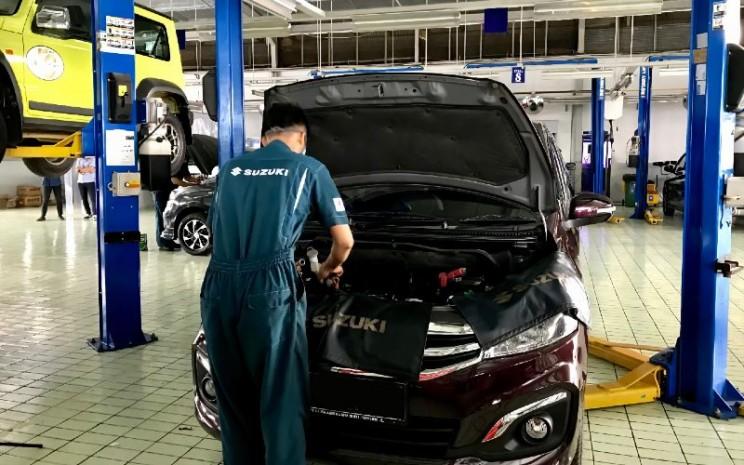 Bengkel Suzuki. Selain pemeriksaan kendaraan yang terkena banjir secara gratis, Suzuki juga memberikan diskon biaya pengangkutan kendaraan dari lokasi banjir ke dealer atau bengkel resmi, serta diskon suku cadang kendaraan. - SIS