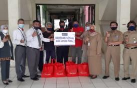 Bank Jateng Bagikan Paket Sembako di Lingkungan Pasar Kota Wonogiri