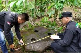 Lumpang Batu dari Masa Megalitikum di Kebun Kopi Diperiksa,…