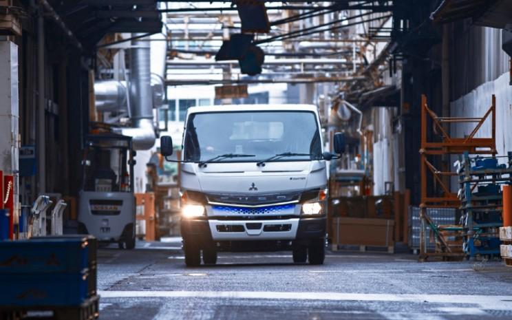 Truk listrik Fuso eCanter.  - Daimler