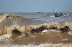 Cuaca Ekstrem! Surat Persetujuan Berlayar Ditangguhkan