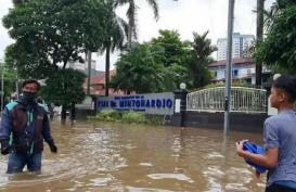 Banjir Jakarta: Genangan Sekitar Angke Belum Surut dalam 6 Jam