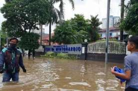 Banjir Jakarta: Genangan Sekitar Angke Belum Surut…