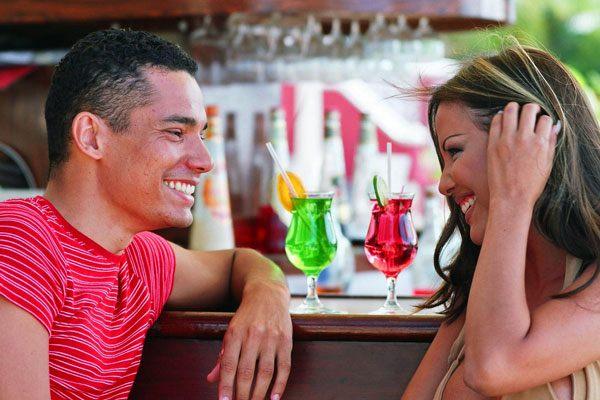 Pria dan perempuan sedang kencan - Ehowzit