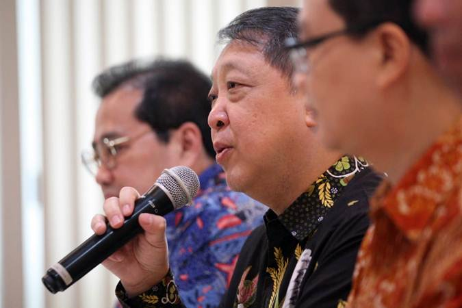 Chief Executive Officer PT Adi Sarana Armada (ASSA) Prodjo Sunarjanto memberikan penjelasan, usai penandatanganan akuisisi PT JBA Indonesia oleh PT Adi Sarana Lelang (BidWin), di Jakarta, Jumat (15/2/2019). - Bisnis/Dedi Gunawan