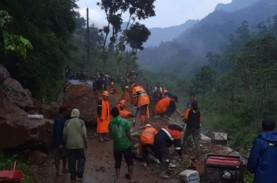 Longsor, Jalan di Desa Rahtawu Kudus Tertutup