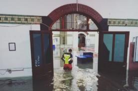 Banjir Semarang: Stasiun Tawang Masih Tergenang