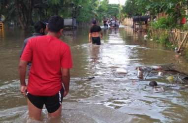 Banjir Bekasi: 13 Rumah Rusak AkibatTanggul Citarum Jebol