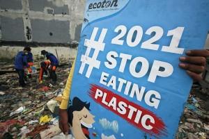 Aktivis Lingkungan Kampanyekan #2021stopmakanplastik di Surabaya