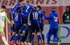 Schalke Pecat Pelatih Christian Gross, Muncul Isu Pembangkangan Pemain