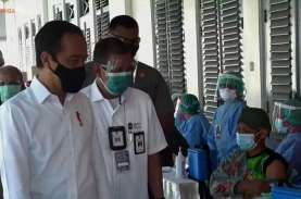Didampingi Gubernur DIY, Jokowi Tinjau Vaksinasi Massal…