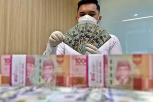 Awal Pekan, Rupiah Kembali Melemah ke Level  Rp14.255 per dolar AS