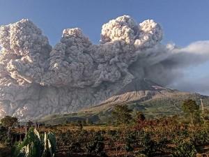 Kembali Erupsi, Gunung Sinabung Semburkan Material Vulkanik Setinggi Kolom 5.000 Meter