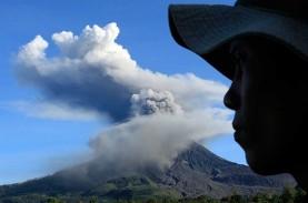 Gunung Sinabung Semburkan Awan Panas, Penerbangan…