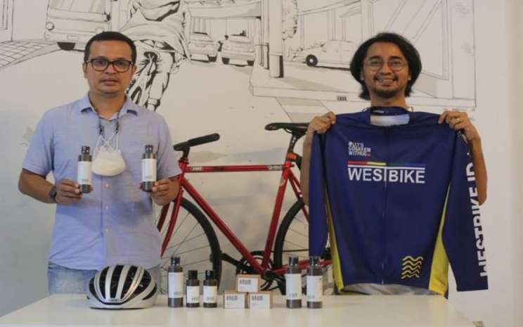 Hendi Rachmat COO Wetbike Messenger (kiri) dan Fil Kamza (kanan)