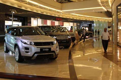 Ilustrasi pameran mobil di pusat perbelanjaan  -  Bisnis